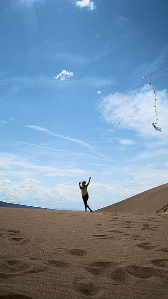 Kite flying in the Great Sand Dunes, Colorado